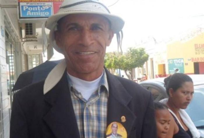 Gobira manda recado para barões da política: 'Pensa que manda no povo. Tá aí a resposta'