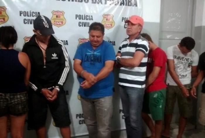 """Polícia prende 12 pessoas no Sertão; Oficial foi presa por vazar informações e ex-candidato a vereador por comandar quadrilha da """"morte"""""""