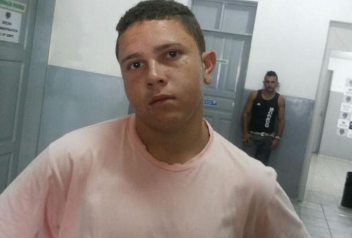 Imagem forte: Jovem é assassinado no Sertão com vários tiros; Ele estava na calçada de sua casa. Foto!