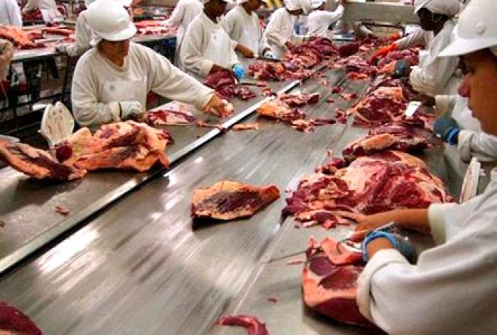 Procon encontra formol em carnes da Friboi e empresa pode ser multada em até R$ 7 milhões