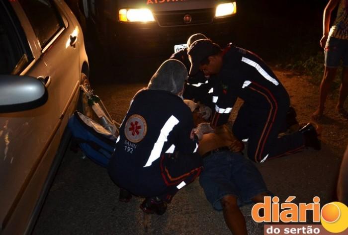 Acidente entre carro e motocicleta na BR 230 em Cajazeiras deixa jovem ferido; Ele foi socorrido