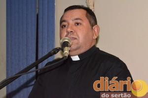 Padre Damião assume nova Paróquia. Veja!