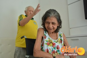 A hora da reza com seu Antônio é o momento que Dona Francisca mais gosta