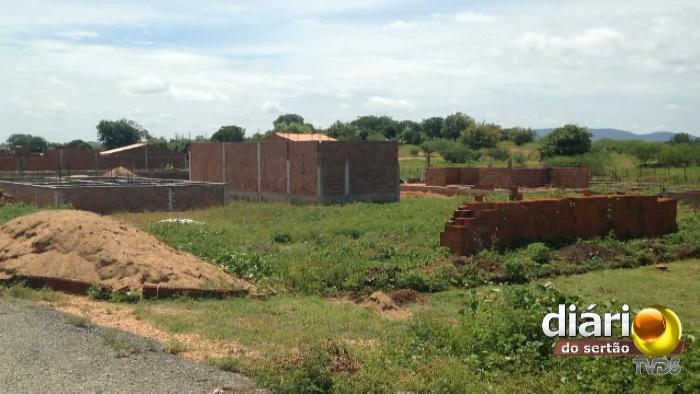 IML de Cajazeiras - Terreno e obras ao redor