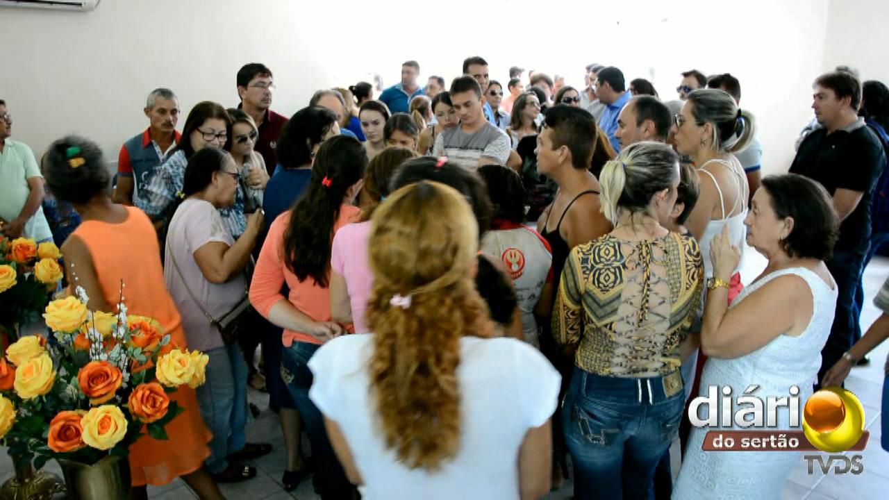 Muita comoção marcou o velório da jovem em Cajazeiras