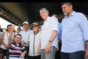 Edvânia Ribeiro disse que somente com a ajuda do Estado ela e o marido, Jurandir Lima, vão poder ter a casa própria