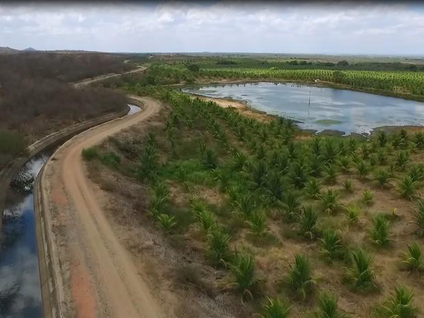 TCE também constatou pequenos açudes se formando ao lado do canal por causa dos desvios (Foto: Divulgação/TCE-PB)