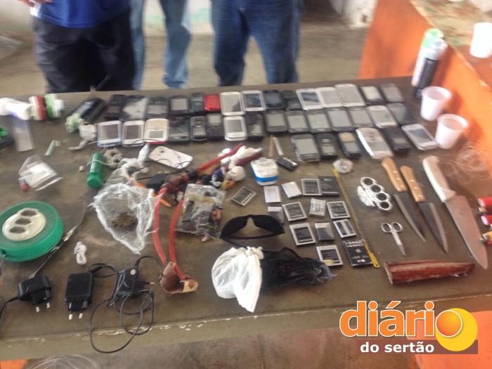 Material foi apreendido pela polícia no CEA