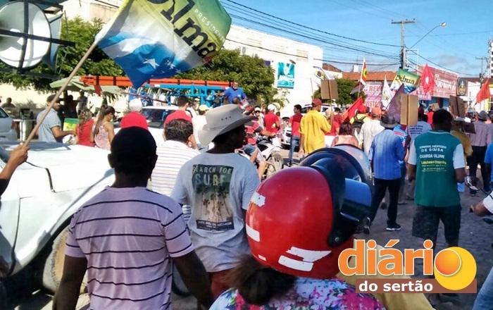 Manifestação pelas ruas de Sousa (foto: Noberto)