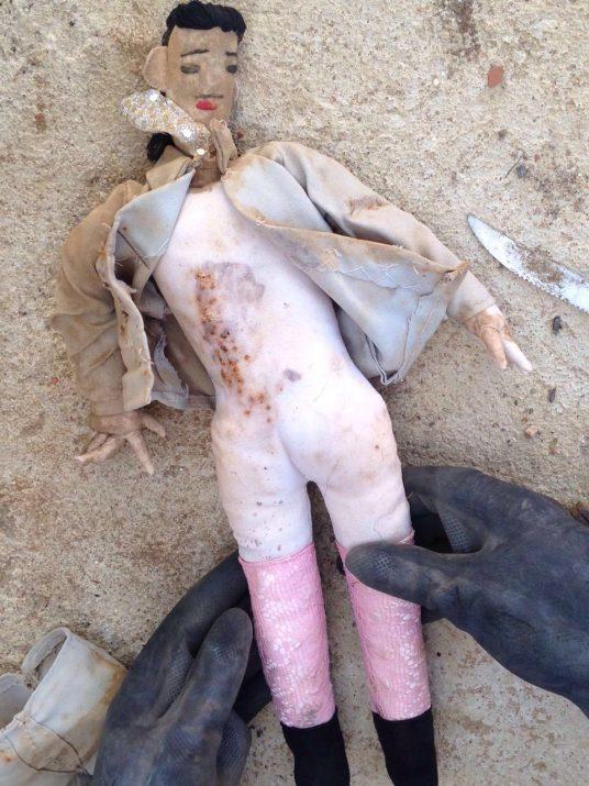 O boneco foi encontrado enterrado em um cemitério da cidade de Catingueira, no Sertão do estado