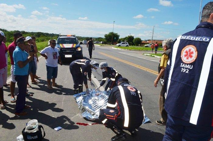 Equipe do Samu constatou o óbito da vítima (foto: Ângelo Lima)