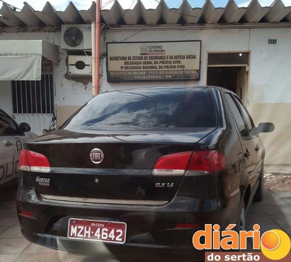 Carro tomado por assalto é recuperado em Cajazeiras