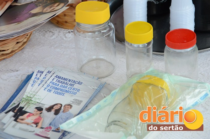 O frasco com o leite retirado deve ser armazenado no congelador ou freezer.