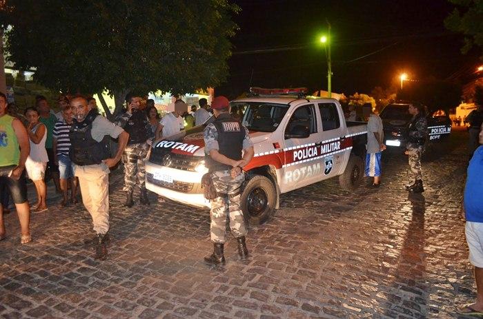 Acusados presos pela PM em Cajazeiras (foto: Ângelo Lima)