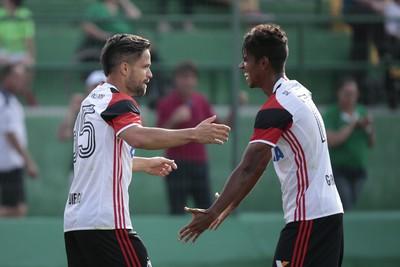 Por vaga nas oitavas, Flamengo encara Figueirense pela Sul-Americana