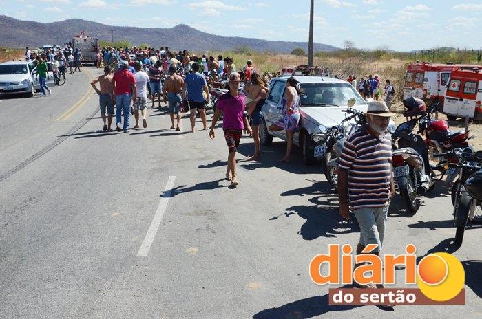 Acidente aconteceu em uma curva (foto: Charley Garrido)