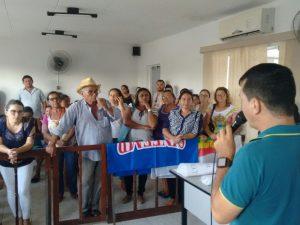 Servidores da prefeitura ocuparam Câmara Municipal para protestar contra salários atrasados e falta de prefeito (Foto: Arnóbio Neto/Arquivo Pessoal)