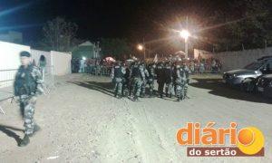 Policiais militares realizando segurança durante o debate na OAB em Sousa (foto: assessoria)