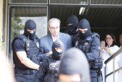 Segundo revista, Cunha se sente traído por Michel Temer, pois acordo entre ele e Jaques Wagner teria sido vazado por aliados do presidente. Ex-deputado foi preso na última quarta (Foto: EFE/Hederson Alves)