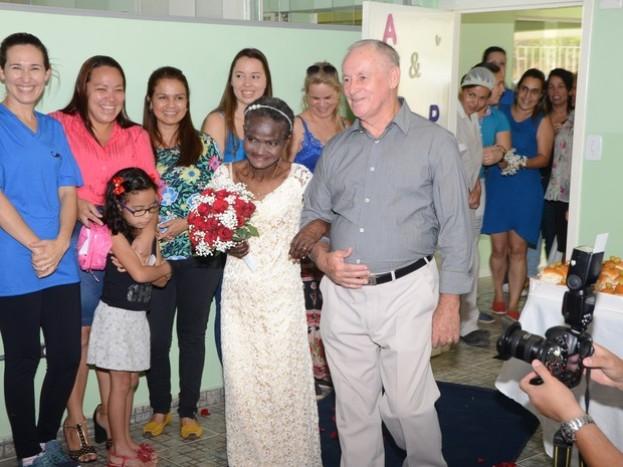 Cerimônia de casamento aconteceu em Unidade Básica de Saúde (Foto: Felipe Pinheiro/Divulgação)