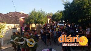Sepultamento do jovem Kaio em Cajazeiras (Foto: Diário do Sertão)
