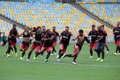 As atividades de reconhecimento de campo foram marcadas por um clima de descontração entre os jogadores (Foto: Gilvan de Souza / Flamengo / Divulgação)