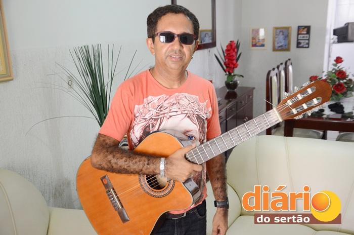 Cantor e compositor sousense, Judimar Dias (foto: Charley Garrido)