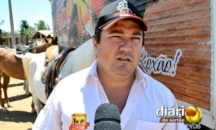 Vaqueiro Ivan Casé, durante entrevista ao Diário do Sertão (foto: Charley Garrido)