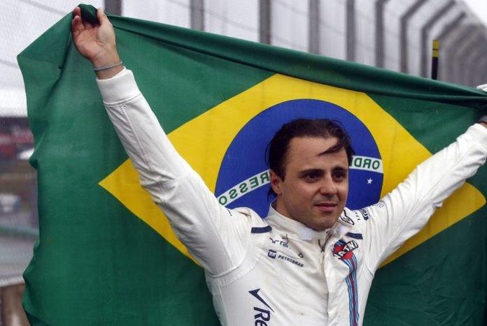 Felipe Massa foi ovacionado pela torcida ao abandonar o GP do Brasil Efe