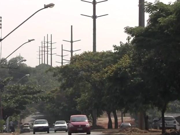 Poste seria usado em expansão de rede de alta tensão (Foto: Reprodução/TV Anhanguera)