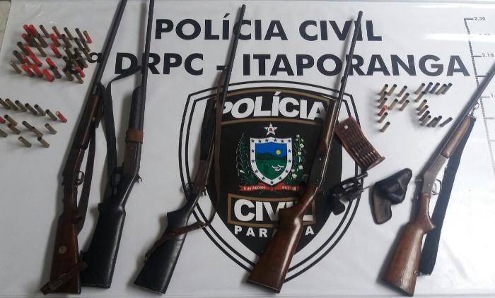 Armas e munições apreendidas com o trio no Sertão do estado