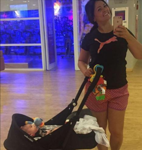 Benjamin sempre com a mãe, até mesmo no pilates © REPRODUÇÃO / INSTAGRAM / @SUZANAALVESOFICIAL