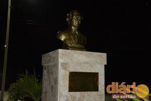 Busto do patriarca Ulisses Mota