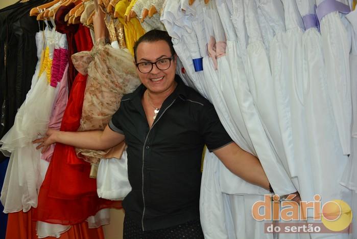Dicesar visitando loja em Cajazeiras