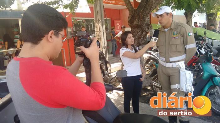 Entrevista com o agente de trânsito Marlon Ehrich. (Foto: Diário do Sertão)