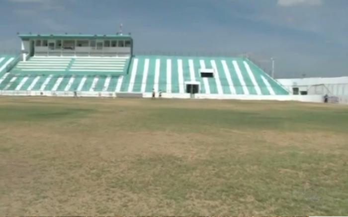 Devido a seca, gramado do Marizão está em péssimas condições. (Foto: Reprodução)