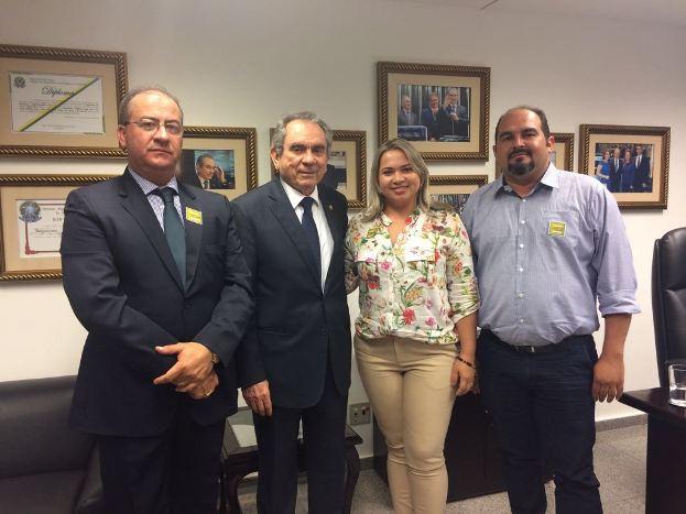 Gervázio Gomes fez gestão junto ao senador para aterro sanitário
