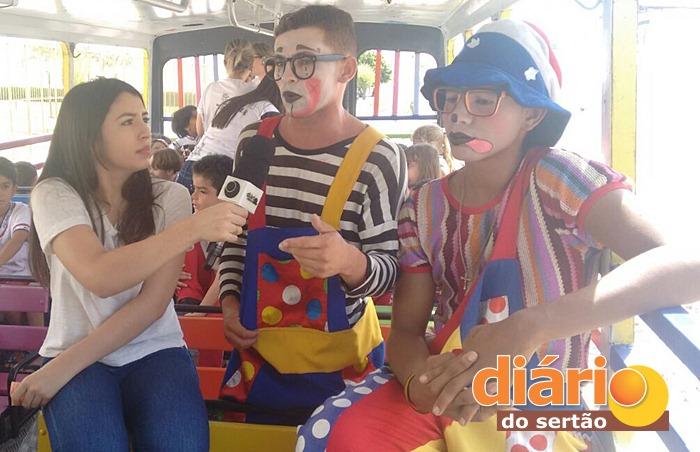 TV Diário do Sertão entrevistou os palhaços do Trem da Alegria (foto: Charley Garrido)