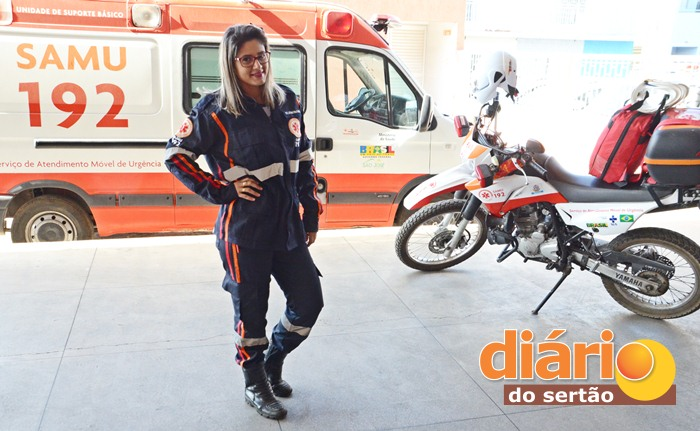 Raquel Cristina é técnica em enfermagem do SAMU Regional de Sousa (foto: Charley Garrido)