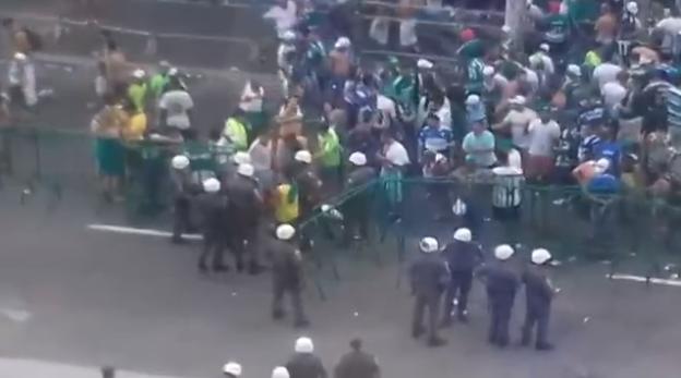 Confusão envolvendo torcedores do Palmeiras (Foto: Reprodução)