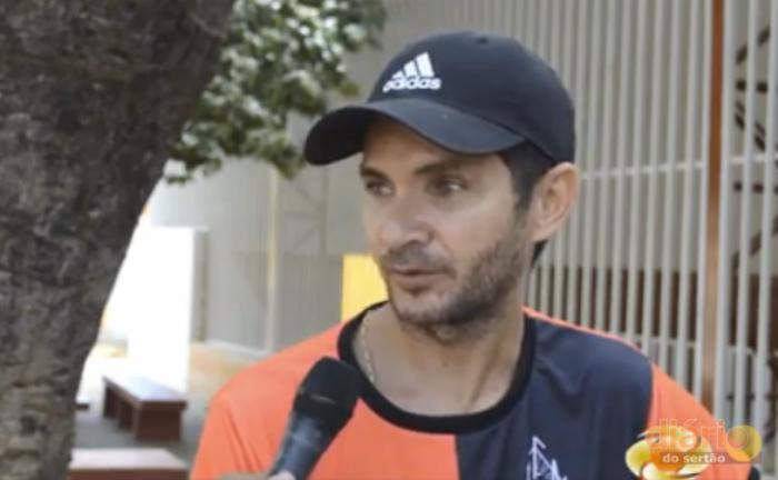 Treinador da equipe de futsal do C. N. Francisco Mendes