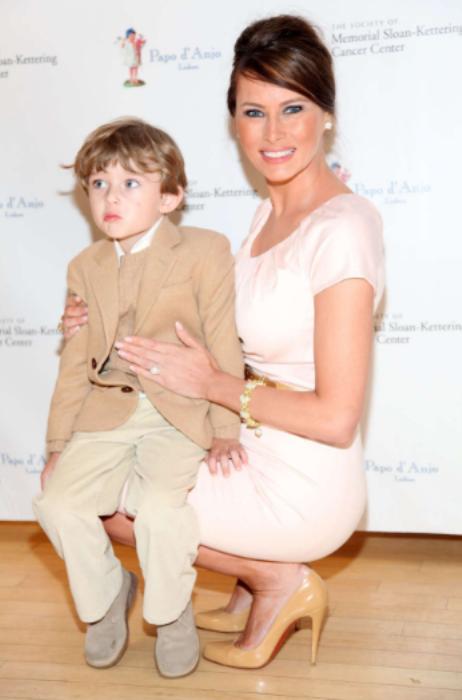 Melania Trump: A nova primeira-dama dos Estados Unidos - Na companhia do filho Barron Trump. © GETTY IMAGES