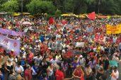 Comprimir os desembolsos do governo em áreas sociais é o centro da PEC. Na foto, protesto contra a PEC 55 na Avenida Paulista no domingo 27 (Foto: Paulo Pinto/AGPT/Fotos Públicas)