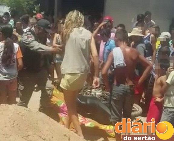 Curiosos lotam o local do crime na cidade de Lagoa, Sertão da PB