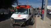 Ambulância do SAMU danificada em acidente (Foto: Reprodução / Ismar Santana)
