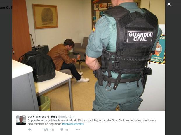 Patrick Gouveia, suspeito de esquartejar família na Espanha, detido na sede da Guarda Civil espanhola em Madri (Foto: Reprodução/Twitter/fgrruiz)
