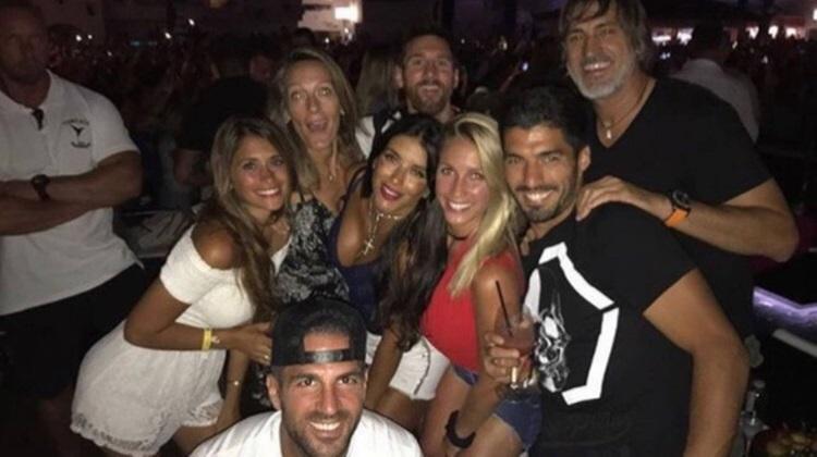 Messi, Suárez e Fàbregas curtem festa durante férias em Ibiza